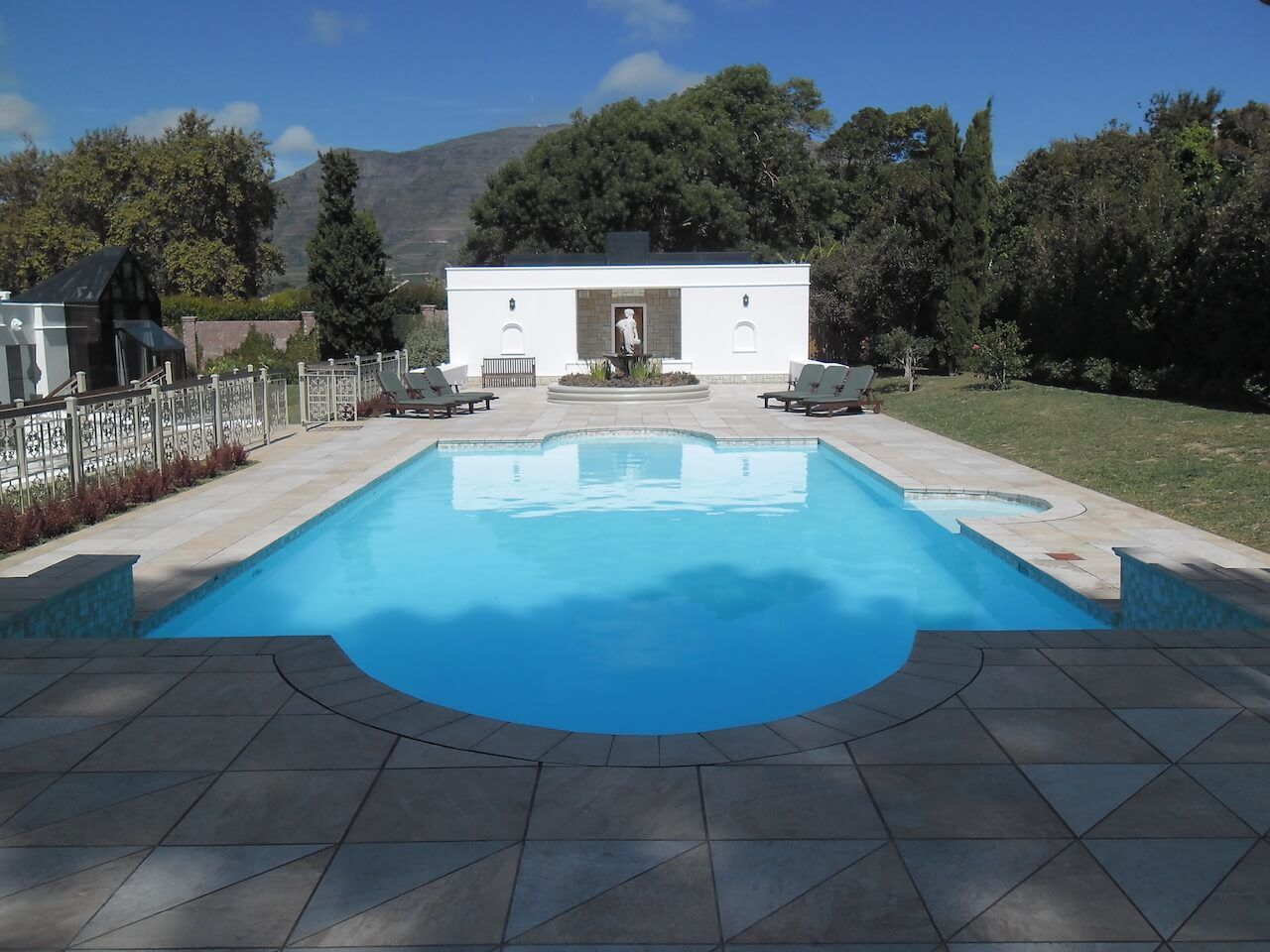 Main Spring Water Pool With Statue Water Feature and Male / Female Cloak Rooms